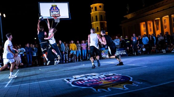 Закрываем Венский фестиваль и играем в стритбол: 14 идей, как провести выходные в Екатеринбурге