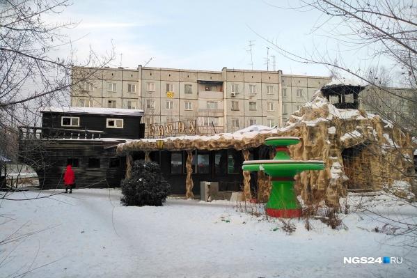 Кафе простояло на Красрабе в районе остановки «Юбилейная» больше 15 лет