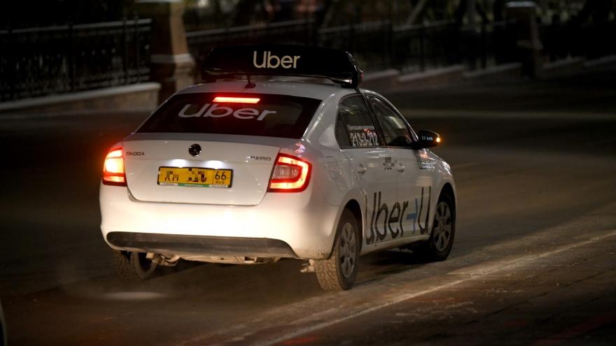 «Это моя безопасность»: в Екатеринбурге водитель такси выгнал пассажира из-за просьбы пристегнуться