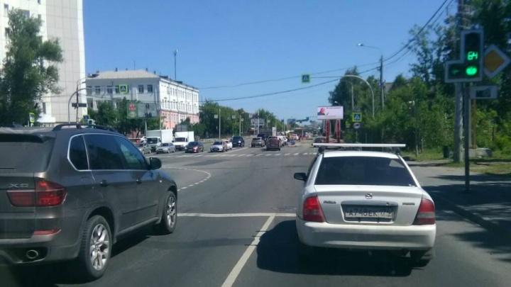 В Челябинске предложили изменить разметку полос на улице Худякова, чтобы избавиться от пробок