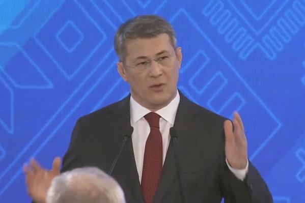Хабиров выступал перед чиновниками почти час