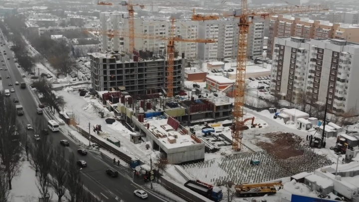 «Что же не в кольце?»: на Антонова-Овсеенко продвинулось строительство высоток