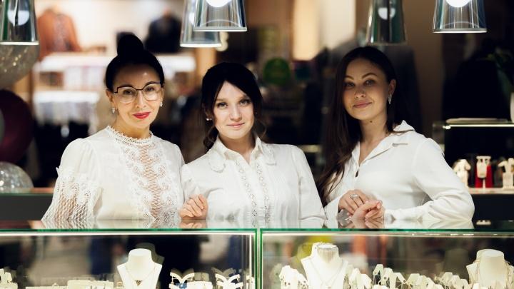 Купить редкие бриллианты, дизайнерские украшения из золота и серебра можно в новом ювелирном салоне