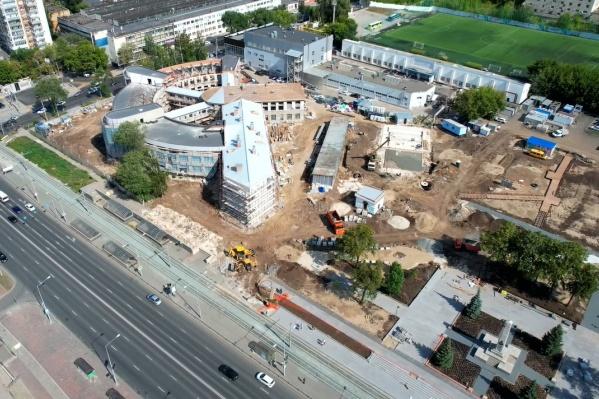 Пока сквер внешне напоминает гигантскую строительную площадку