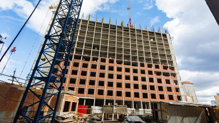 «С одной стороны центр, а с другой — тишина»: в 10 минутах от УрГУПСа построят квартал 35-этажных домов