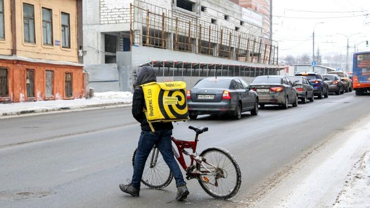 Курьеры разбогатеют после пандемии. Нижний Новгород предлагает им зарплату в 110 тысяч рублей