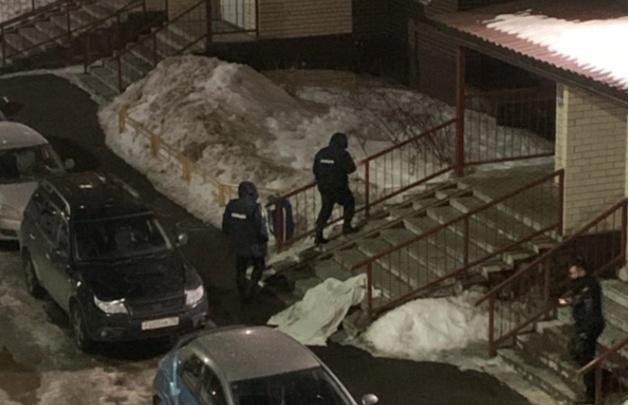 В Ярославле девушка выпала с 12-го этажа: следователи начали проверку. Видео