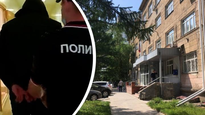 Автоинспектора из Мошково, застрелившего 19-летнего Векила Абдуллаева, взяли под стражу