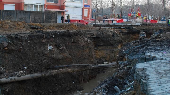 Зам Котовой назвал срок ликвидации провала возле десятиэтажки, из-за которого съехали жильцы