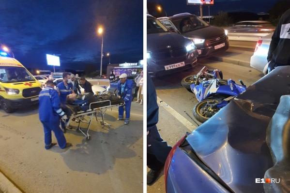 Серьезная авария произошла на перекрестке улиц Краснолесья и Вильгельма де Геннина