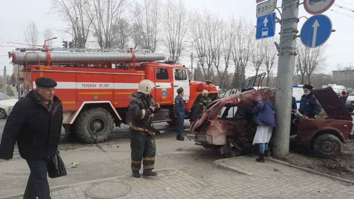 На Станиславского «Хонда» столкнулась с ВАЗом при развороте — в аварии погибли двое