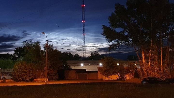 Серебристые облака заволокли ночью небо над Красноярском