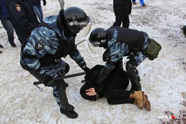 Задержания, по словам очевидцев, были массовыми и жесткими
