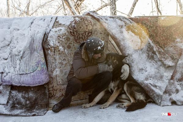 Специалисты МЧС просят при морозах не выходить из дома лишний раз. А что делать, если дома нет?