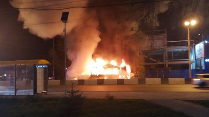 В Ростове на ходу загорелся пассажирский автобус № 40 — видео