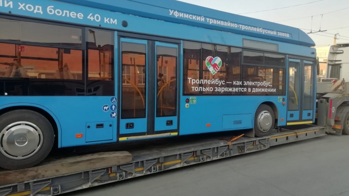 В Екатеринбурге протестируют троллейбус из Уфы, который может ездить без проводов