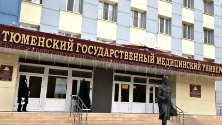 Студенты тюменского медуниверситета пожаловались, что их заставляют делать прививки от ковида