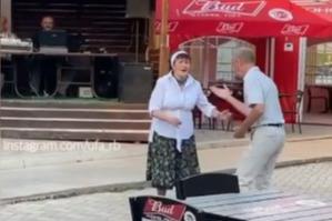 «Если старость, то только такая». Жителей Уфы покорила танцующая в кафе пара пенсионеров