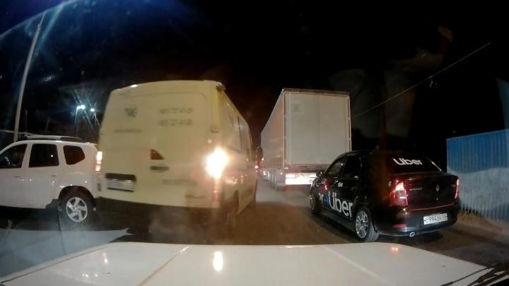 Автомобиль инкассации скрылся с места ДТП на мосту через Волжскую ГЭС