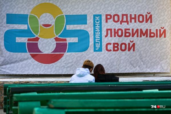 Здесь, на сцене в горсаду имени Пушкина, ждали оркестр «Малахит». Но из-за низких температур выступление перенесли на 14 сентября