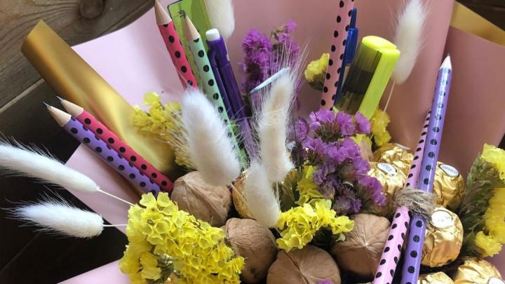 «Цветы — это уже приевшийся вариант»: обзор нестандартных букетов на 1 Сентября