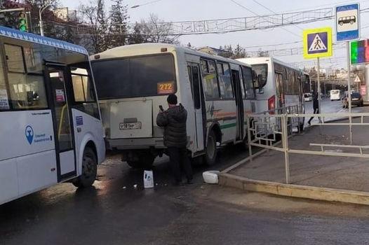 В центре Уфы столкнулись три маршрутки