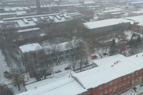"""Имущественный комплекс бывшего <nobr class=""""_"""">9 ГПЗ</nobr> занимает большую территорию рядом с Кировским рынком и железной дорогой"""