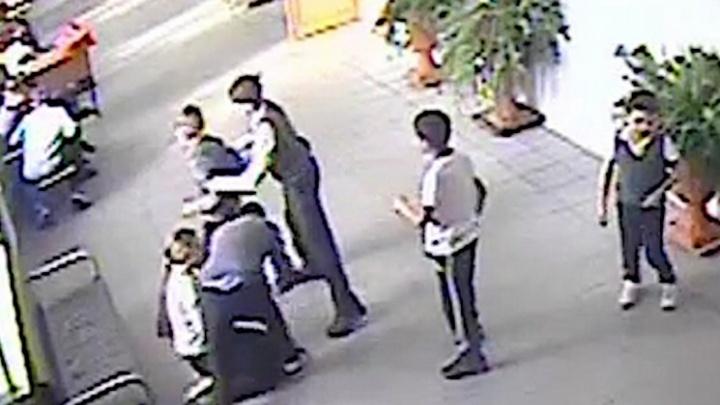 Следователи в Новосибирске возбудили уголовное дело из-за избиения 8-летнего школьника