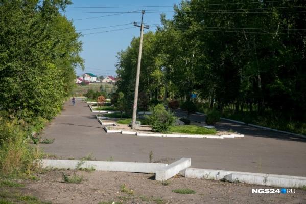 Брошенный парк летом прошлого года
