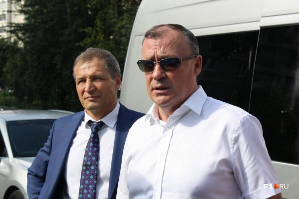 Алексей Орлов (справа) пообещал, что электротранспорт больше не встанет
