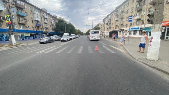 На севере Волгограда рейсовый автобус № 25 сбил школьницу. Девочка госпитализирована