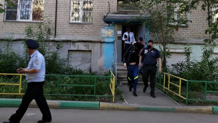 Челябинца, который называет себя богом и хвастает разрешением на оружие, полиция отправила в больницу
