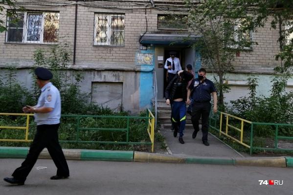 """Полиция забрала мужчину после очередного приступа буйства <nobr class=""""_"""">13 мая</nobr>"""