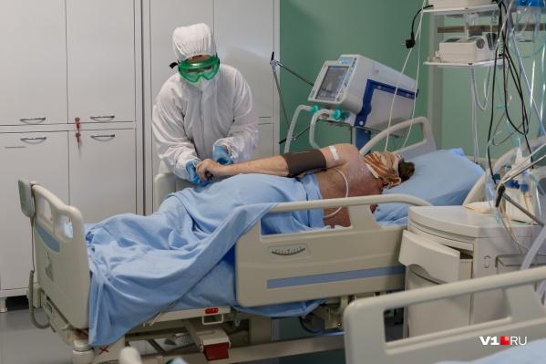 Свободных коек в инфекционных госпиталях становится меньше с каждым днем
