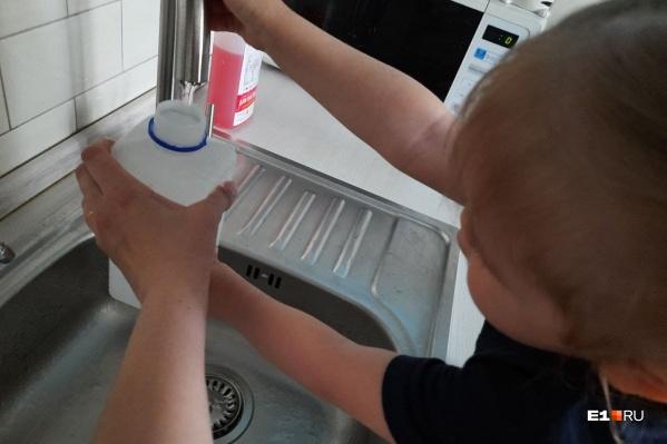 Теперь узнаем, что на самом деле содержится в воде, текущей из-под крана, и можно ли ее пить