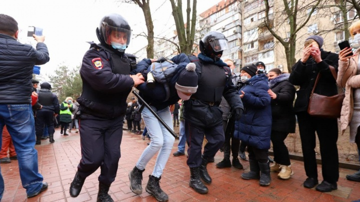 Задержания начались на акции протеста в Ростове