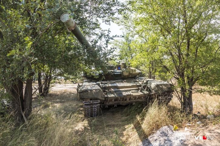В пресс-службе настаивают, что на этой помойке танк учат танцевать