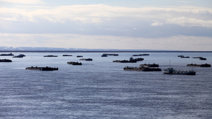 «Роснефть» начала осеннюю навигацию для завоза грузов на «Восток Ойл»