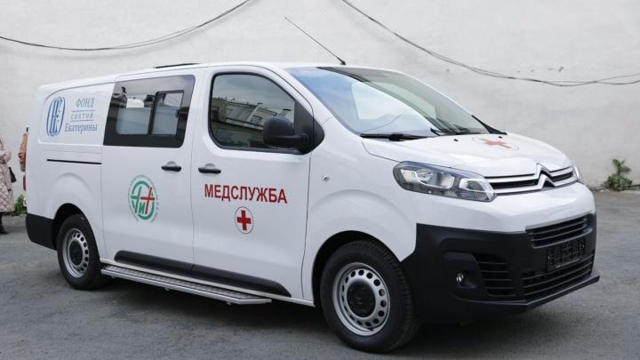 Козицын, Алтушкин и Симановский купили для НИИ травматологии новый автомобиль