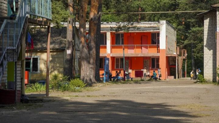 «Стреляли и заходили к девочкам»: в Ярославской области в детский лагерь ночью ворвалась толпа мужчин