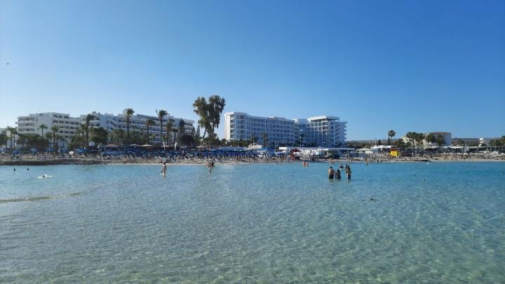 Закрытые отели, тест ПЦР и комендантский час. Журналист 59.RU — об отдыхе на Кипре
