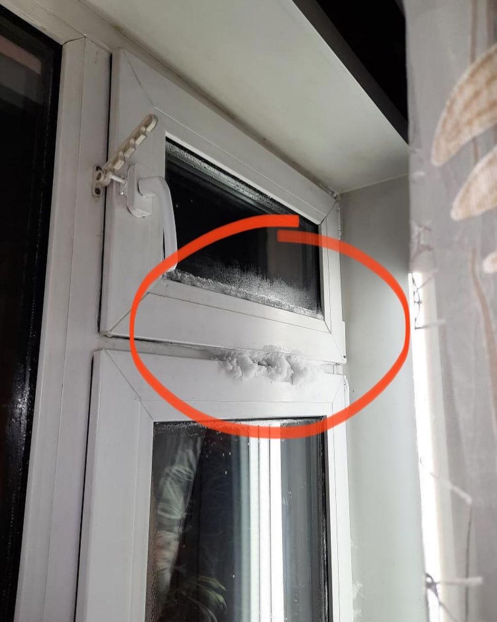Окна промерзли насквозь
