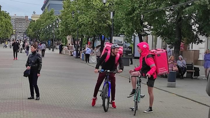 Розовые человечки уже в городе. В Челябинске запустят онлайн-супермаркет с доставкой за 15 минут