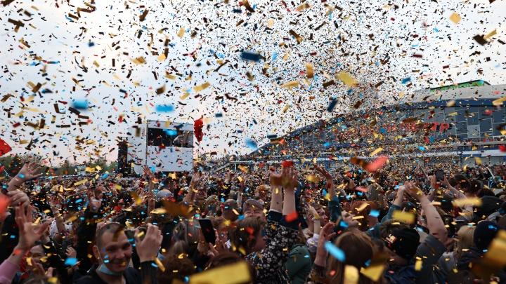 Для тех, кто всё пропустил: 20 самых ярких фото с грандиозного праздничного концерта в Челябинске