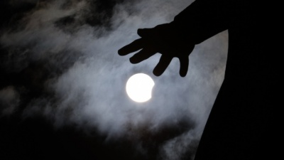 Для тех, кто всё пропустил: 19 магических снимков солнечного затмения