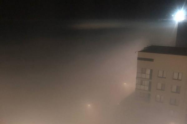 Дымом заволокло улицы до самых крыш