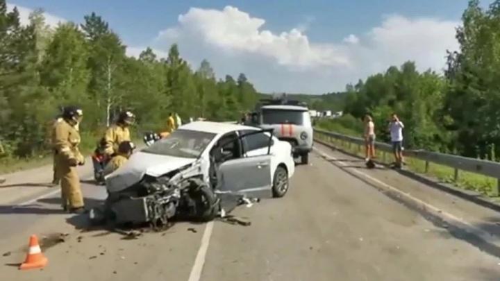 Семья из Новосибирска разбилась на трассе в Челябинской области — их авто вылетело на встречку