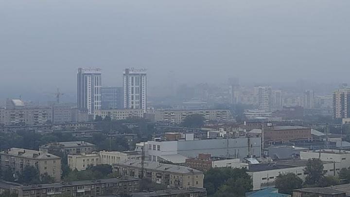«С вечера пахнет какой-то гарью»: после жары и гроз Челябинск окутала едкая дымка