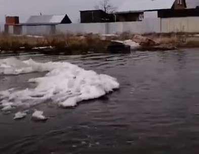 «Улицы вам никто не будет сушить»: в затопленной деревне под Челябинском отказались откачивать воду