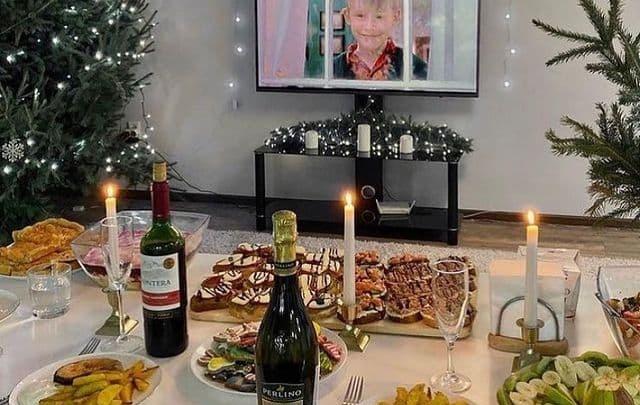 «Салаты уже не вставляют»: показываем праздничные столы красноярцев на каникулах